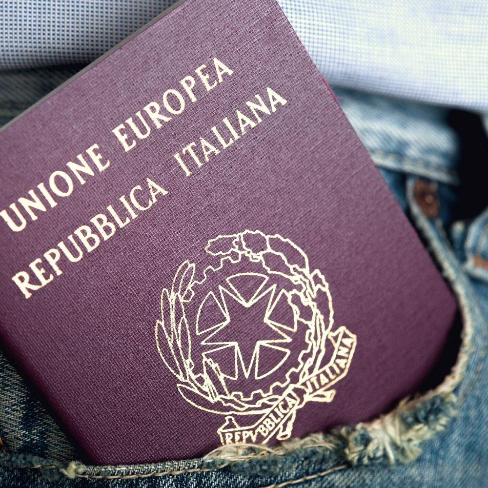 https://www.ciaoviaggi.it/wp-content/uploads/2020/04/passaporto.jpg